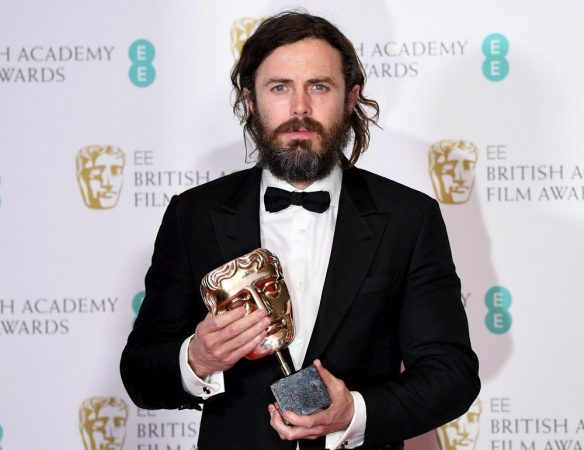epa05789268 US actor Casey Affleck poses in the press room after winning the Best Actor award for his role in the film 'Manchester by the Sea' during the 2017 EE British Academy Film Awards at The Royal Albert Hall in London, Britain, 12 February 2017. The ceremony is hosted by the British Academy of Film and Television Arts (BAFTA).  EPA/ANDY RAIN