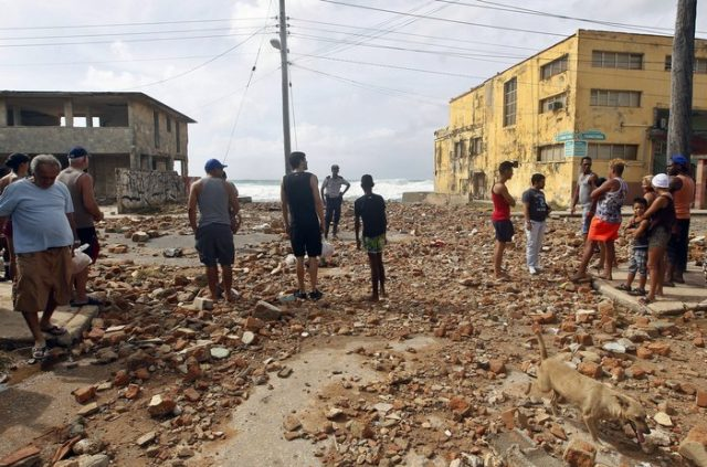 epa06197193 People observe the damage after the pass of the Irma hurricane in Havana, Cuba, on 10 September 2017. Severe storm surge flooding cut power and forced the evacuation of thousands of people in the aftermath of Hurricane Irma. EPA/Ernesto Mastrascusa