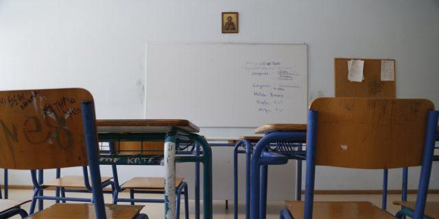 Δασκάλα αποχαιρετά τον 18χρονο μαθητή