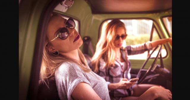 Γυναικες στο αυτοκινητο