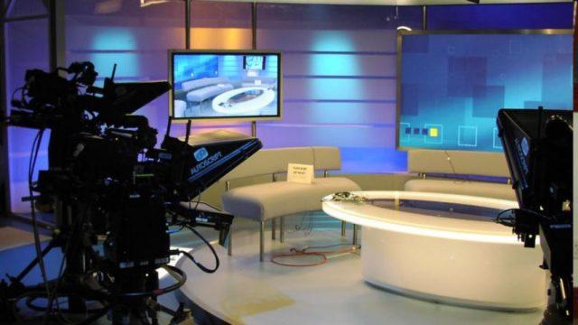 τηλεοπτικό στύντιο σε κανάλι