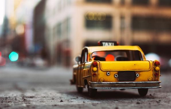 Κατεβάζουν χειρόφρενα τα ταξί