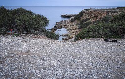 Η θαλάσσια περιοχή στους Πεύκους της Λίνδου στην Ρόδο όπου βρέθηκε νεκρή η 21χρονη φοιτήτρια.