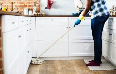 Ανακάλυψε ότι είναι εκατομμυριούχος ενώ καθάριζε το σπίτι της!