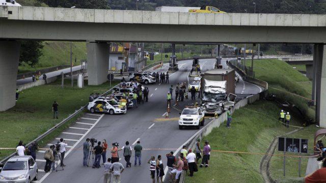 Ελικόπτερο συνετρίβη πάνω σε νταλίκα εν κινήσει -2 νεκροί