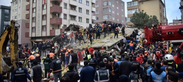 Κωνσταντινούπολη: Τουλάχιστον έξι οι νεκροί από την κατάρρευση του κτιρίου