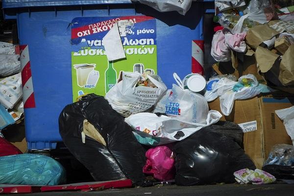 Σε κατάσταση έκτακτης ανάγκης ο Δήμος Δυτικής Μάνης - Έχουν πνιγεί στα σκουπίδια