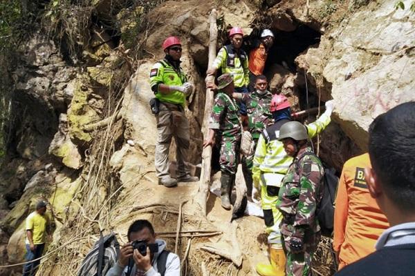 Ινδονησία: Μειώνονται οι ελπίδες για επιζώντες στο παράνομο ορυχείο