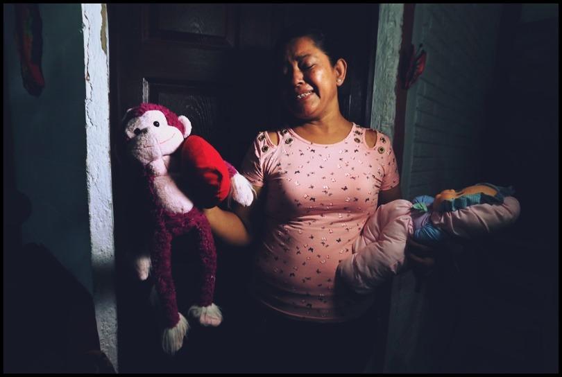κόρη που βγαίνει με τον πατέρα της ραντεβού κούκλες