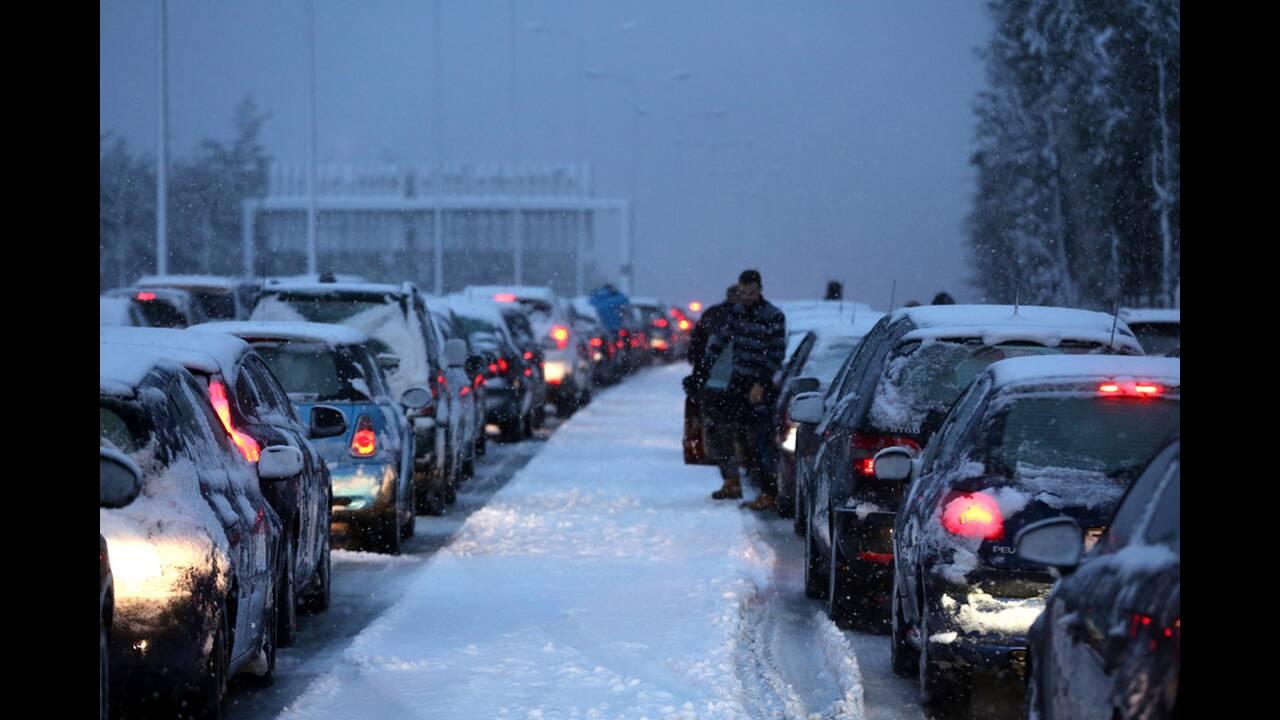 Αποτέλεσμα εικόνας για εθνική οδό Αθηνών-Λαμίας χιονια αμαξια