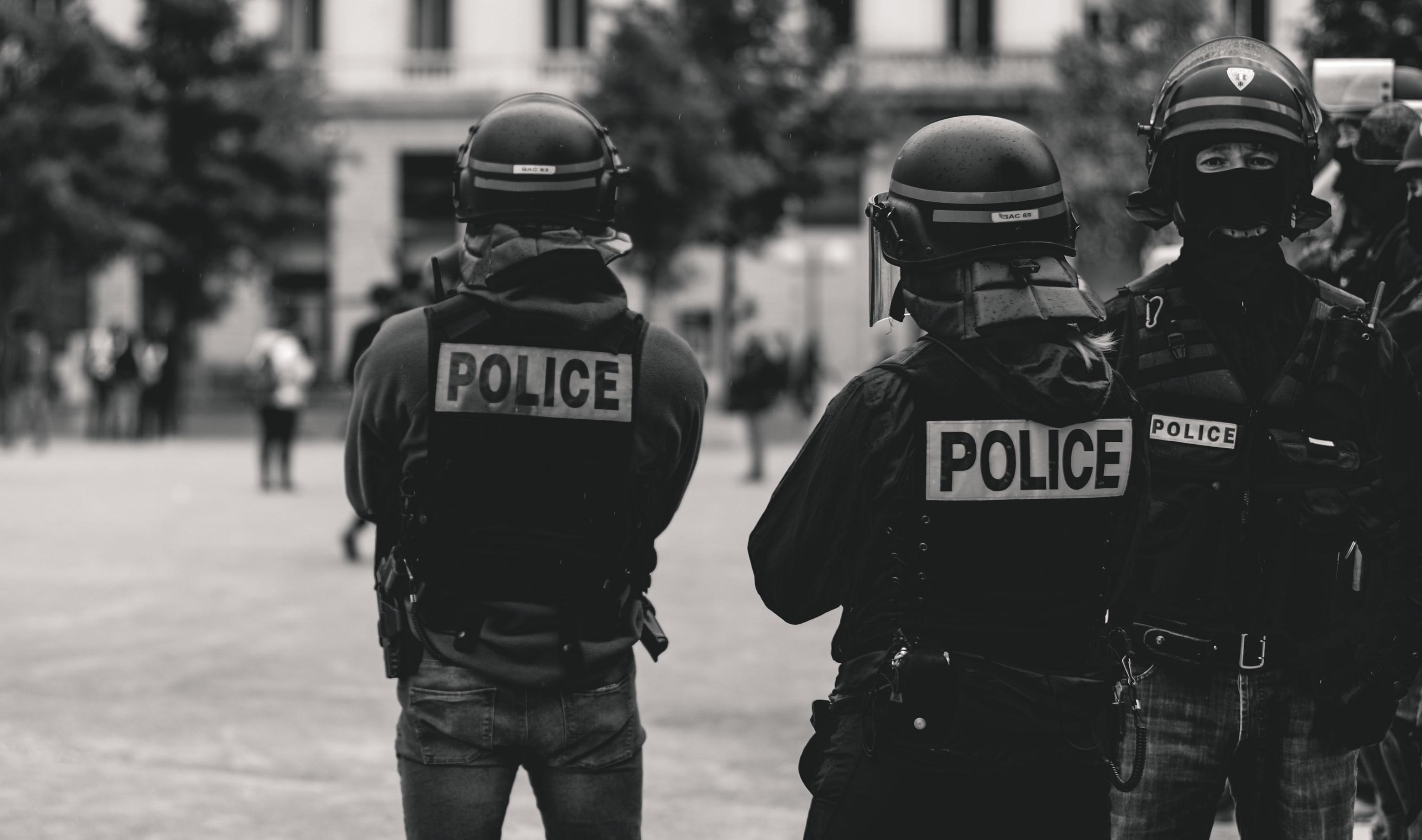 Απόβαση της ΕΛΑΣ στο κέντρο – Εντολή Χρυσοχοΐδη για συλλήψεις