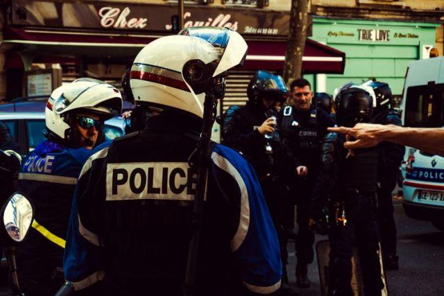 Αστυνομικοί με κράνοι