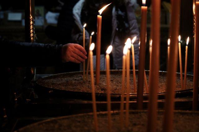 Διαρκής Ιερά Σύνοδος κεριά στην εκκλησία
