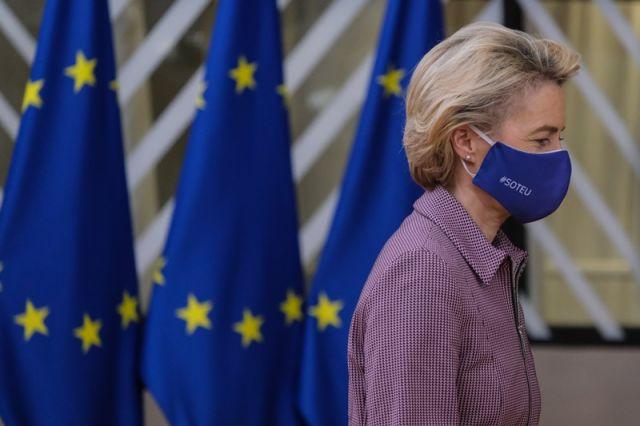Φον ντερ Λάιεν με μάσκα ΕΕ
