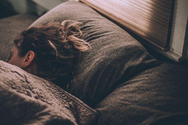 κοπέλα που κοιμάται