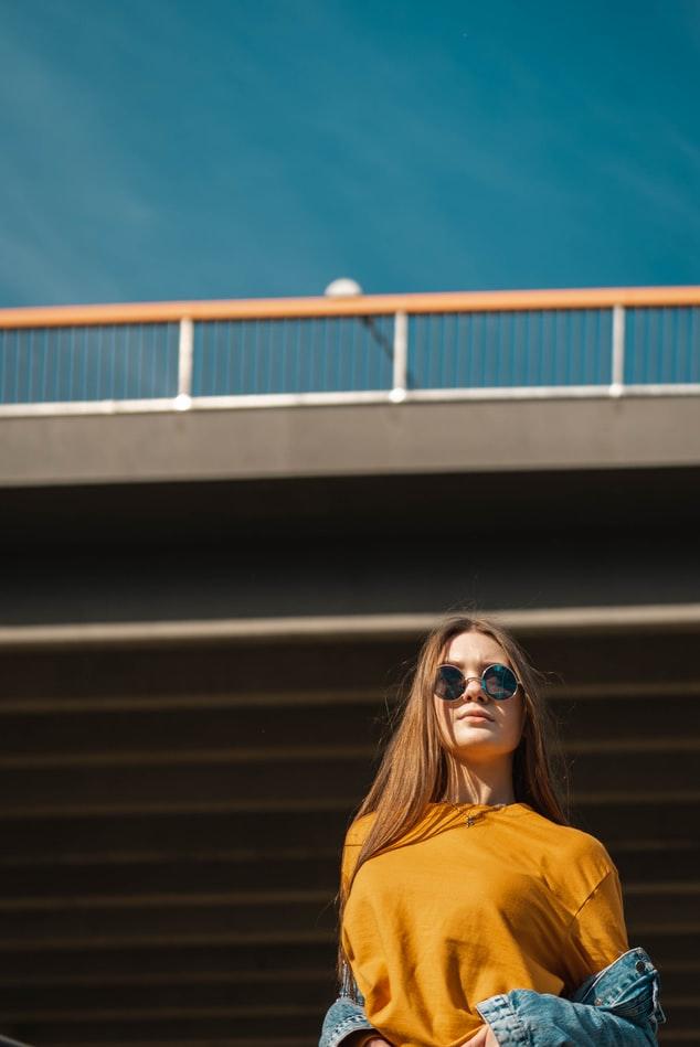 Κοπέλα με γυαλιά ηλίου