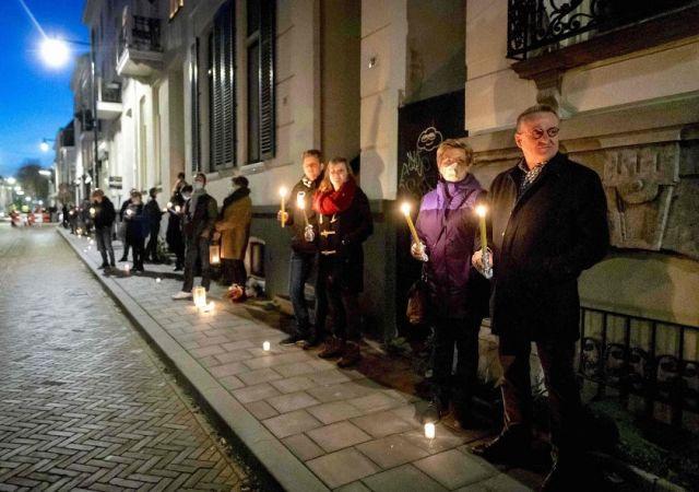 Πλήθος με κεριά