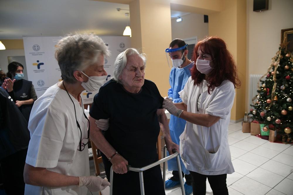 Εμβολιασμός κατά του κορονοϊού σε φιλοξενούμενες στην Μονάδα Φροντίδας Ηλικιωμένων