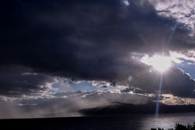 ήλιος πίσω από σύννεφα