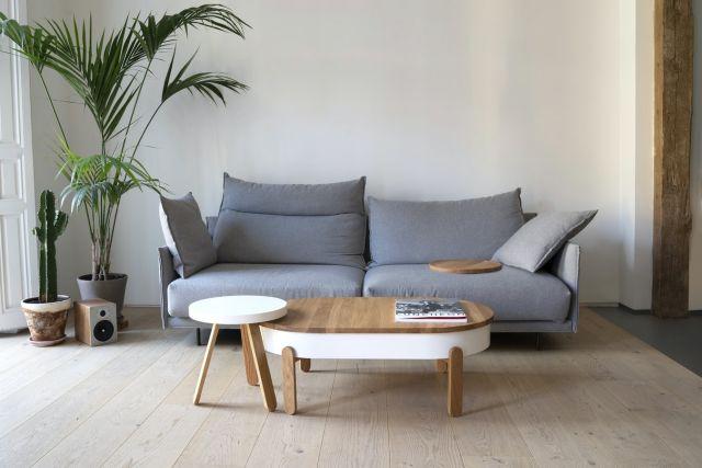 καναπές στον τοίχο