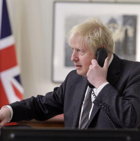 Μπόρις Τζόνσον στο τηλέφωνο