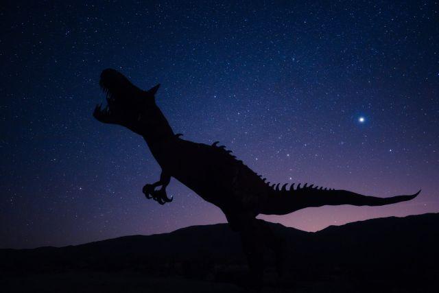 Δεινόσαυρος νύχτα