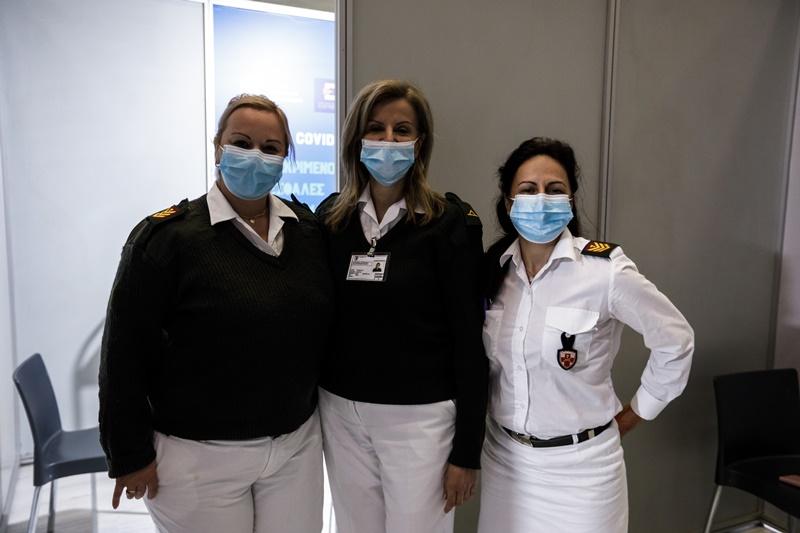 Γιατροί εμβολιαστικό κέντρο