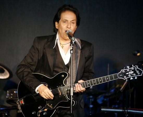 Πασχάλης τραγουδιστής κιθάρα