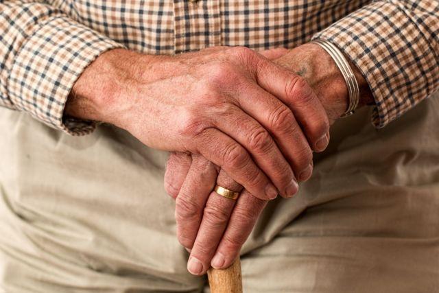 Χέρια Ηλικιωμένου