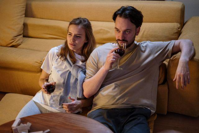 Ζευγάρι με κρασί