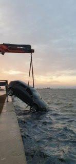 Αμάξι στην θάλασσα