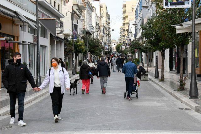Κόσμος με μάσκα δρόμος