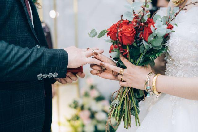 Γάμος όρκοι δαχτυλίδι