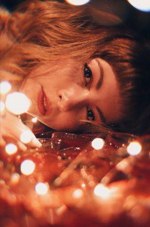 γυναίκα φωτάκια