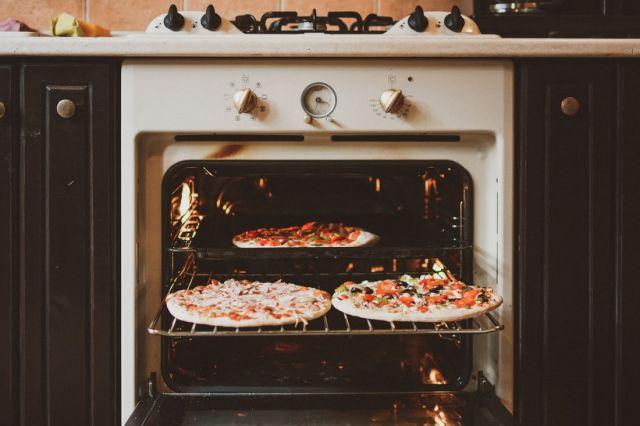 φούρνος πίτσες