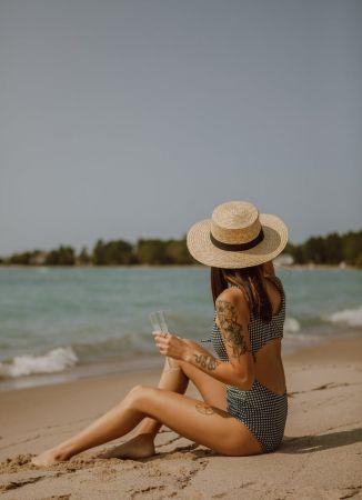 Κοπέλα παραλία