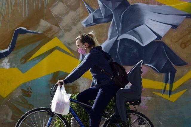 Κοπέλα ποδήλατο