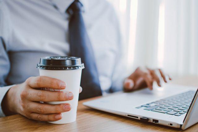 laptop καφές