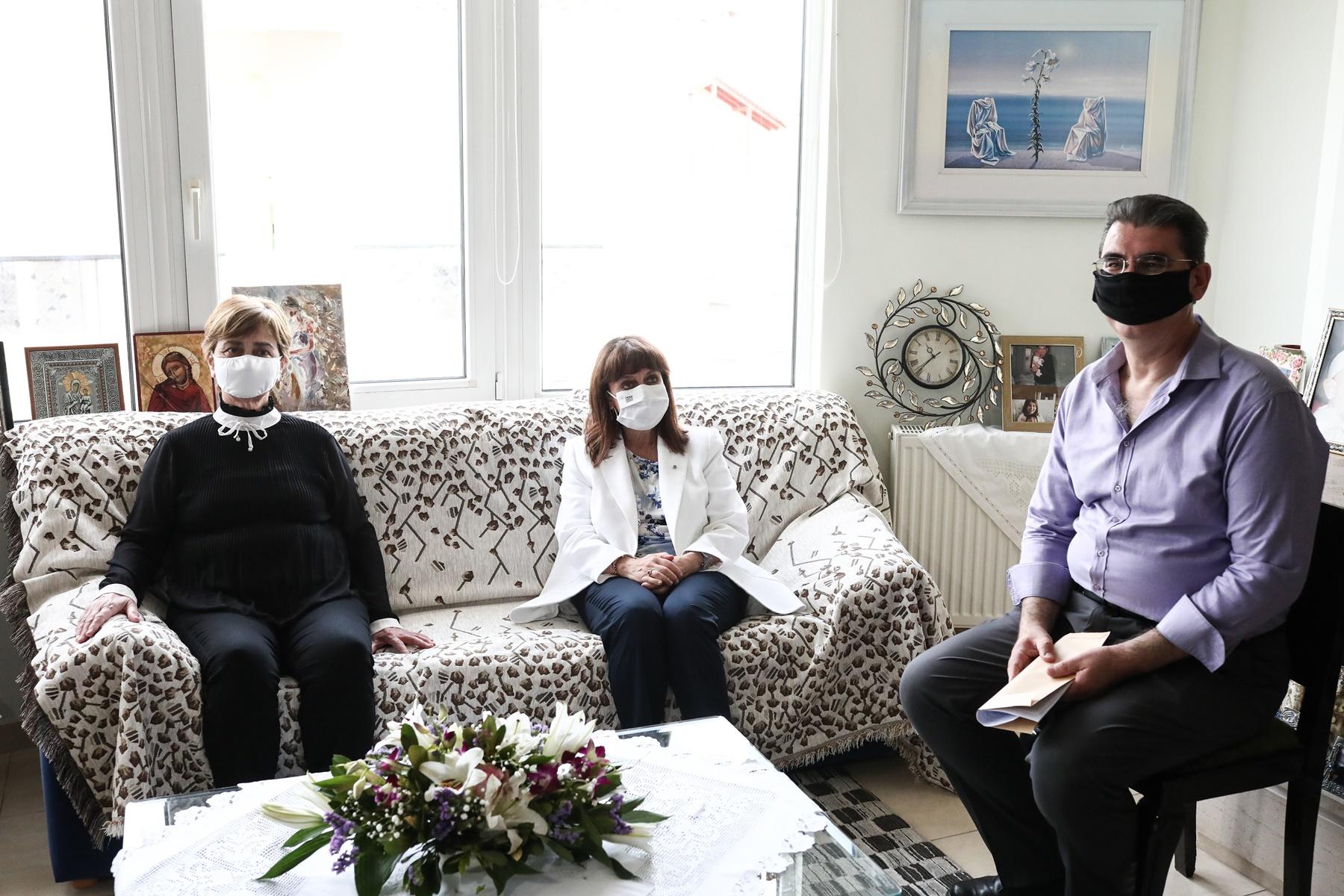 Γονείς Τοπαλούδη - Σακελλαροπούλου: Μια συμβολική επίσκεψη |  Alphafreepress.gr